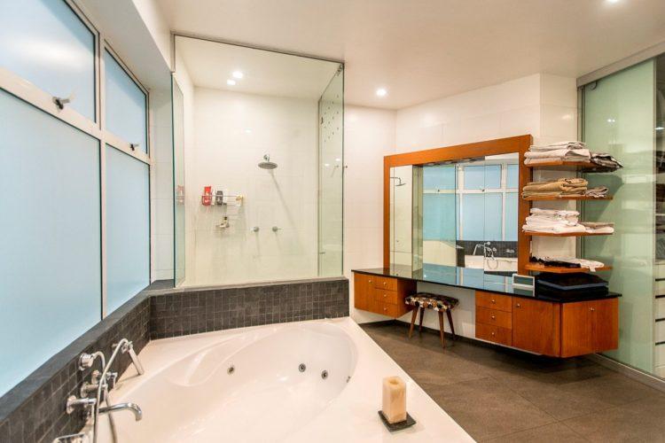 mueble-tocador-en-baño-principal-1.jpg
